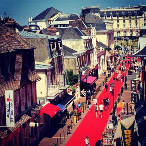 En 30 Ans Le Festival Du Film De Cabourg Dans Cadre Idyllique La Petite Ville Normande Si Chre Proust Dont Beaut Mlancolique Sied Bien Au